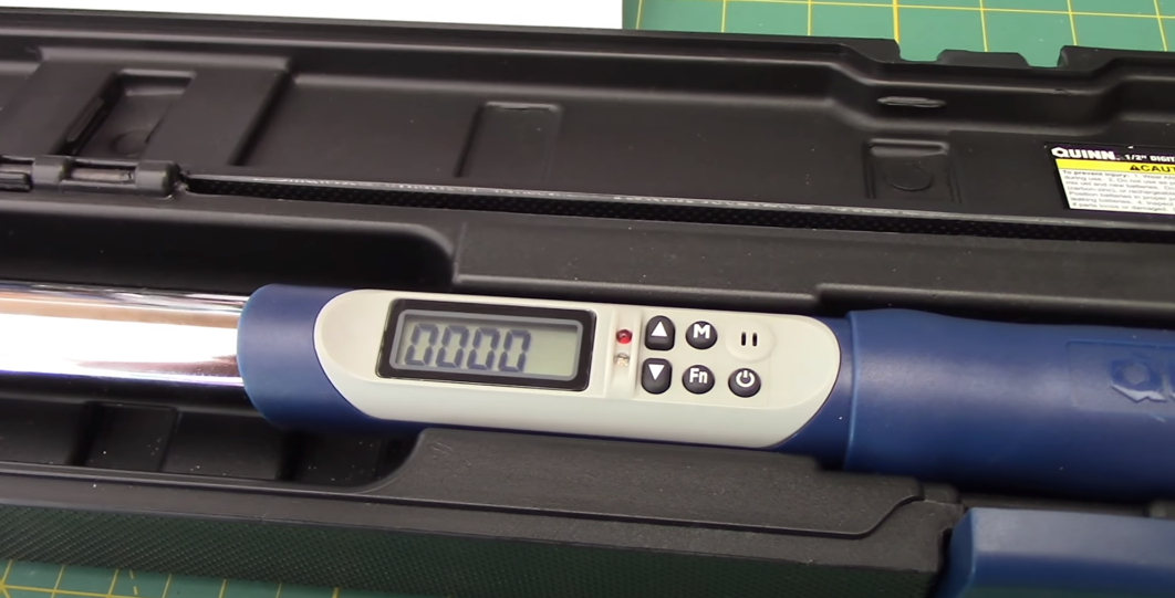 How to Read a Digital Torque Wrench